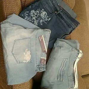 3 pair Gloria Vanderbilt sz 24 capris / shorts
